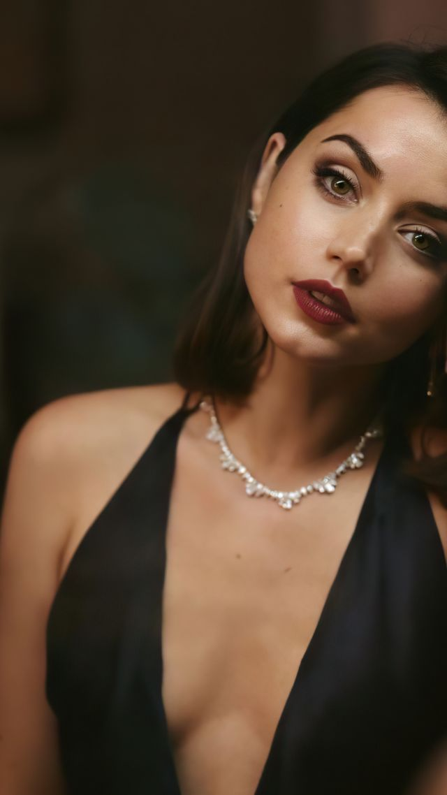 Ana De Armas, No Time to Die, 4K (vertical)