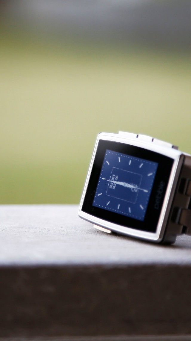 Pebble Steel Smartwatch, limited edition, watches, Pebble, black, silver, e-paper, display, review (vertical)