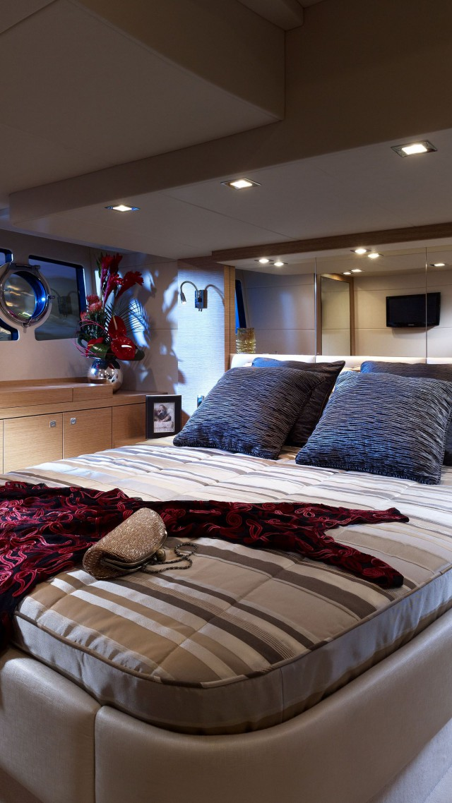 Wallpaper Sunseeker Yacht Portofino Yacht Hightech Bedroom - High tech bedroom design
