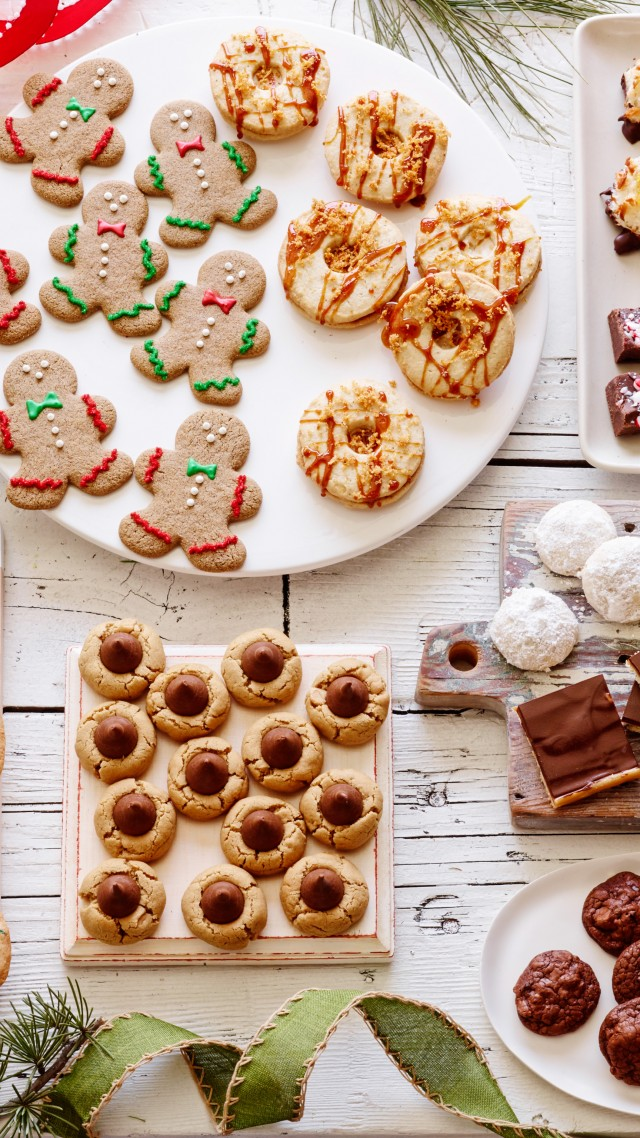holiday cookies, chocolate, ginger, dried fruit, gingerbread man (vertical)