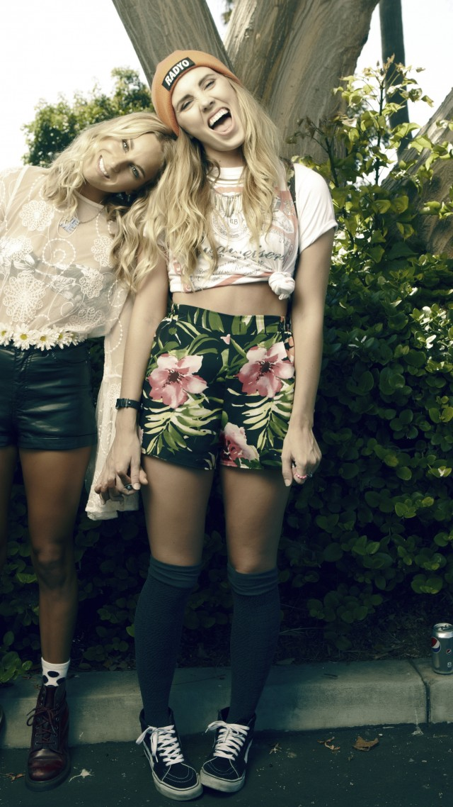 ... skate style, longboard, punk, Dr. Martens, sneakers Vans, model (