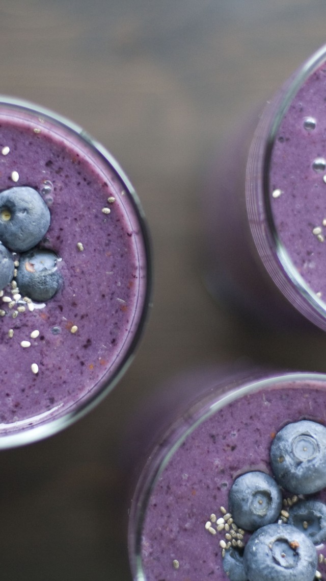 smoothies, fruit, blueberry, sesame (vertical)