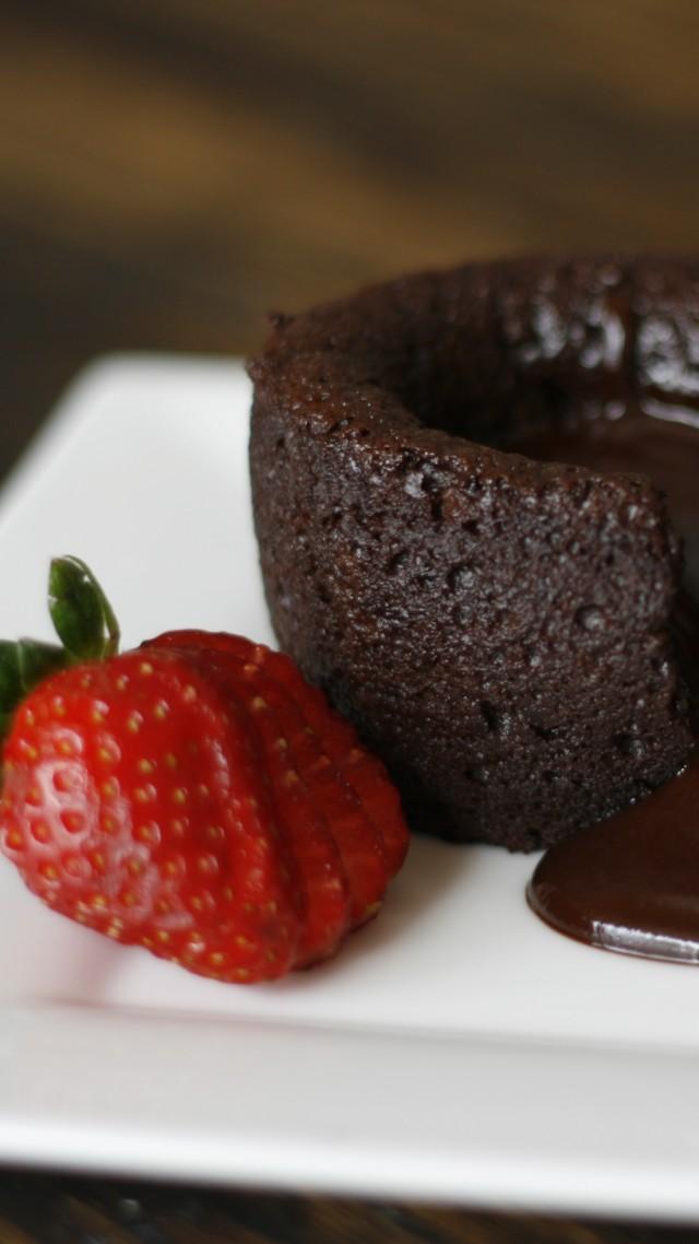 Fondant Chocolate Strawberry Vertical