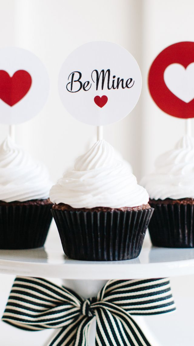 Valentine's Day, cupcake, cake, heart, love (vertical)