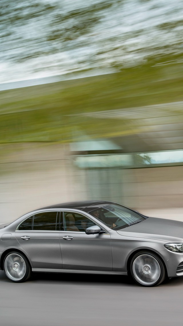 Mercedes Benz E 400, NAIAS 2016, sedan, grey (vertical)