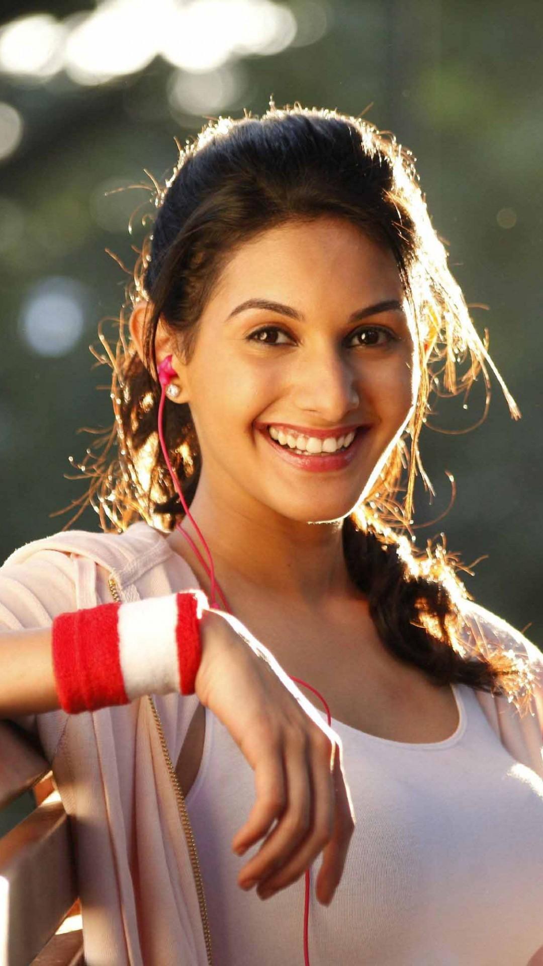 Wallpaper Amyra Dastur Beauty Bollywood 4k Celebrities