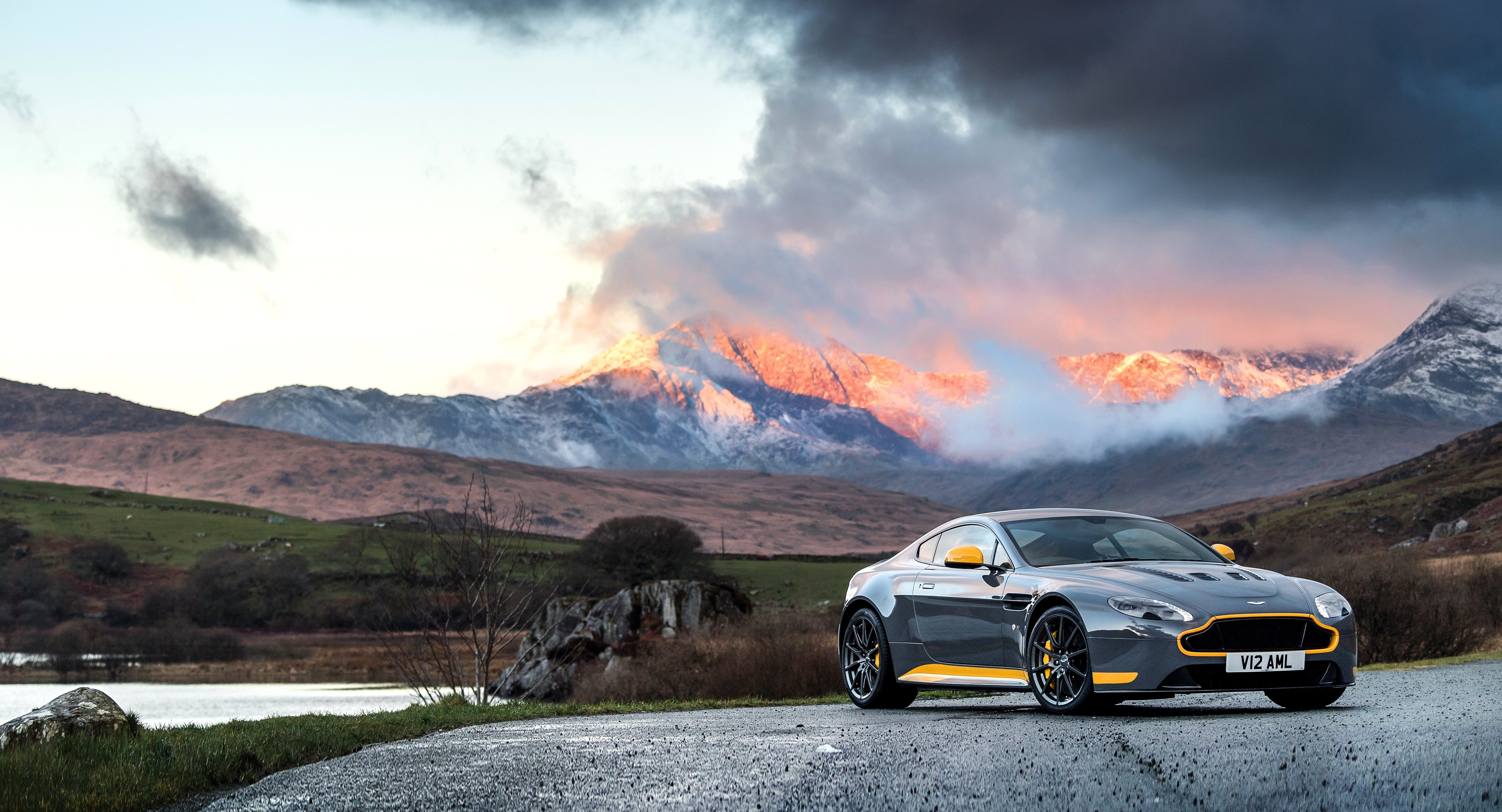 Wallpaper Aston Martin Vantage GT8 supercar coupe