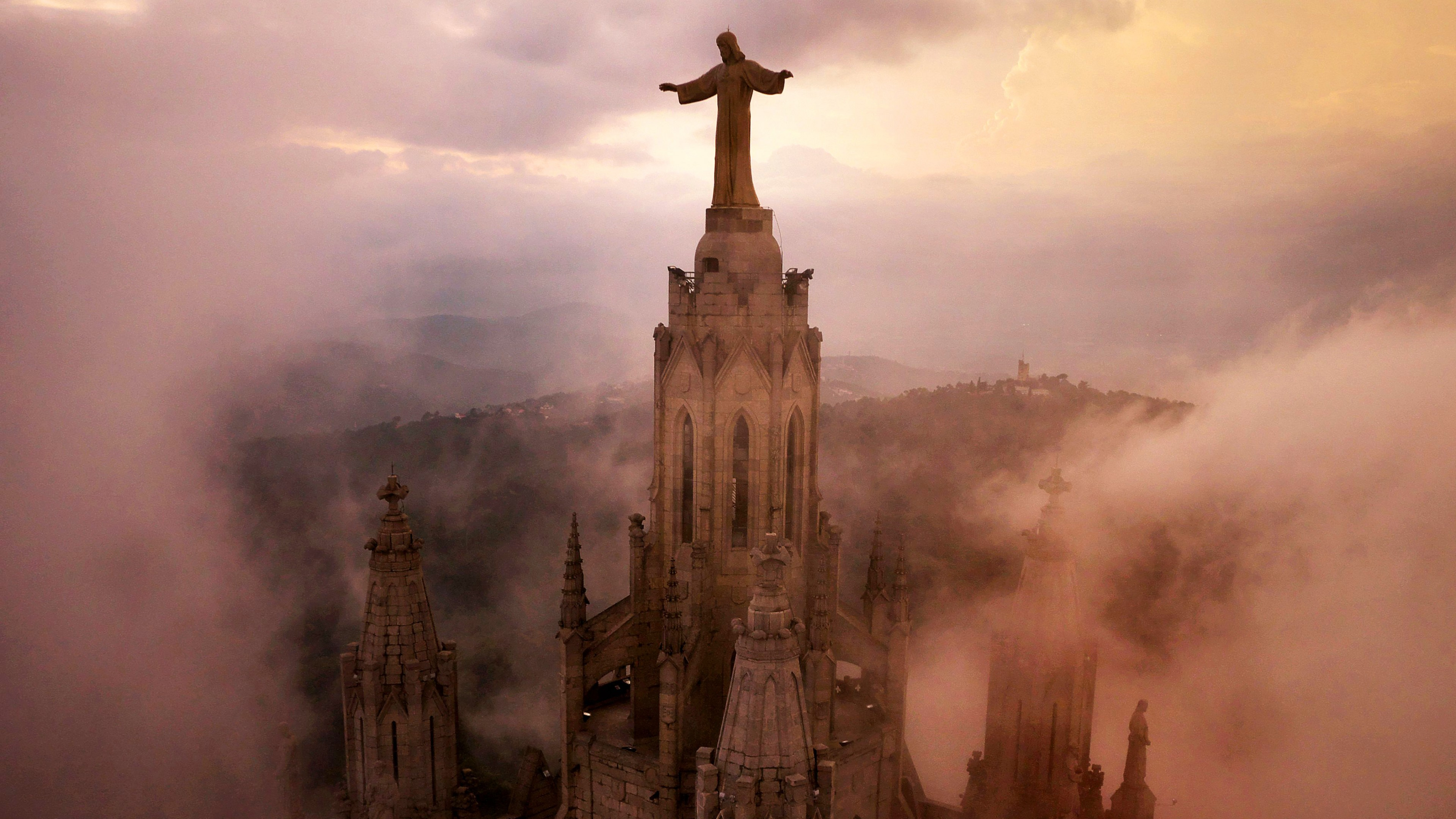 Wallpaper Church Of The Sacred Heart Of Jesus Barcelona