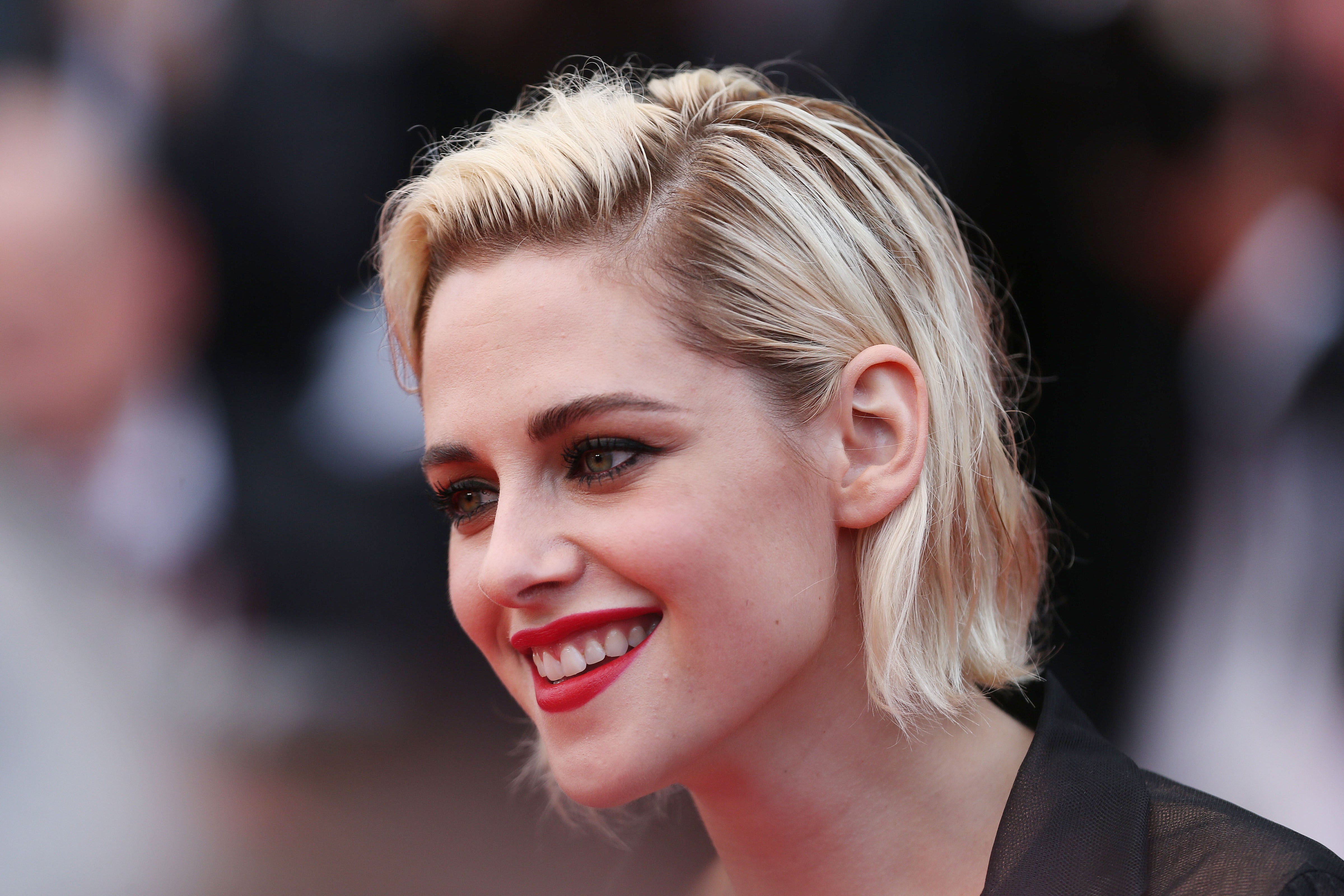 Wallpaper kristen stewart cannes 2016 cannes film for Terengganu home wallpaper 2016