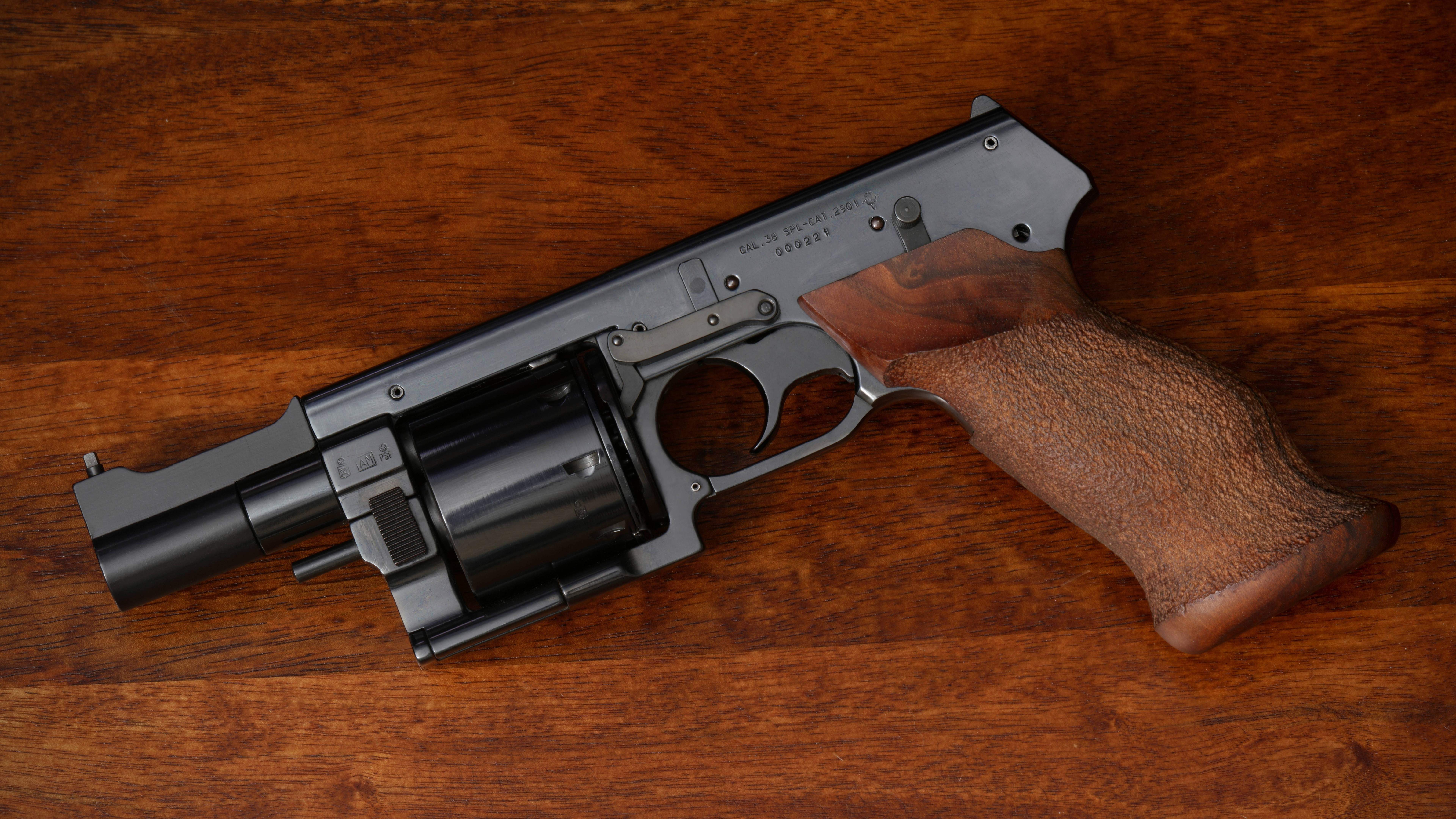 Mateba MTR 8 Revolver Unique Weapon Horizontal