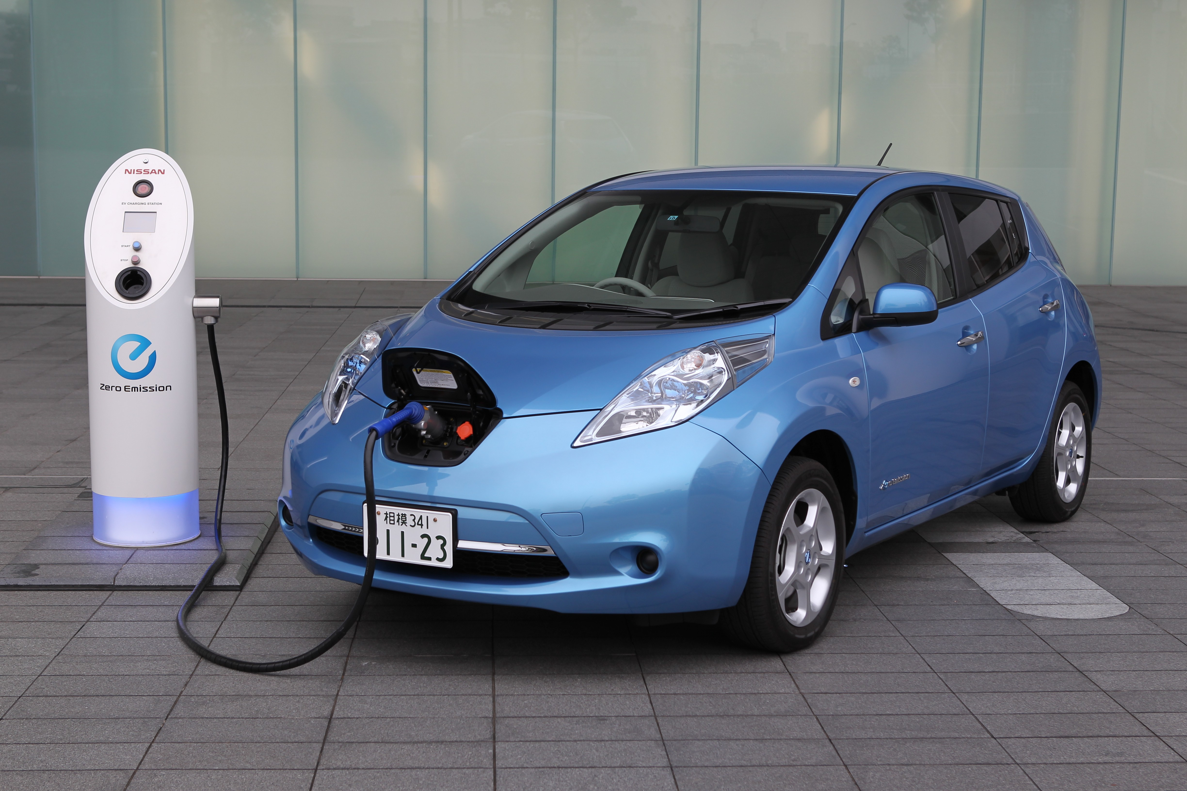 Wallpaper Nissan Leaf Electric Cars Nissan Charging City Cars