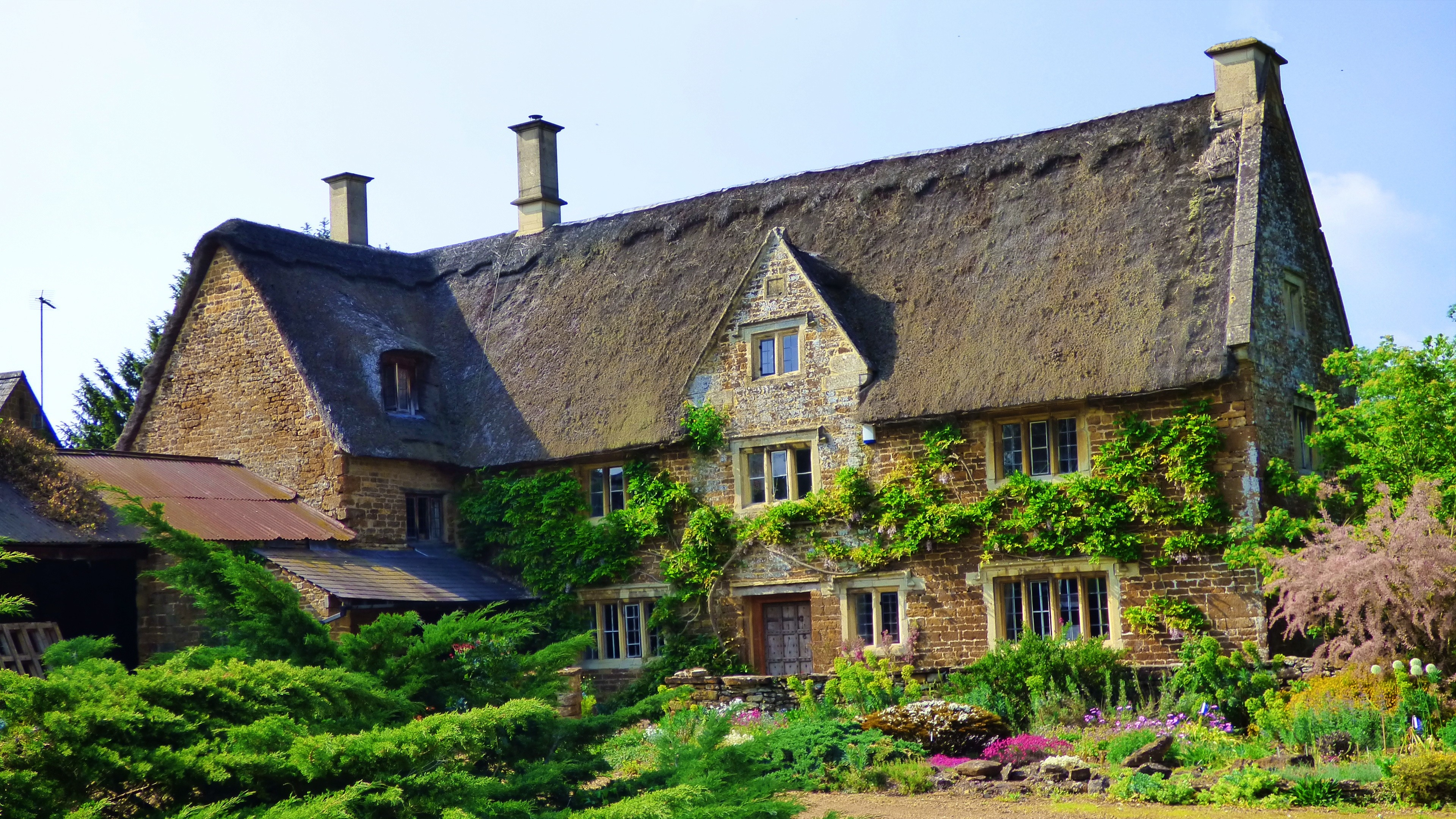 Wallpaper thatched house green roof 4k architecture 18537 for Wallpaper home green